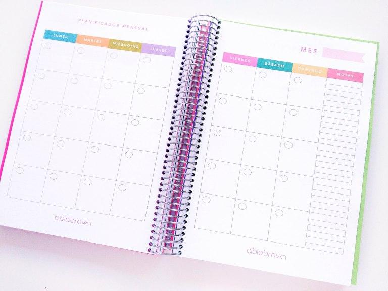 2. PREPARA EL PLANNING DEL MES. Escribe todos los días del mes en tu organizador. Indica los días importantes donde tienes una entrega de un trabajo, una exposición, un examen,... así podrás organizarte los días anteriores sabiendo cuál es el día final.